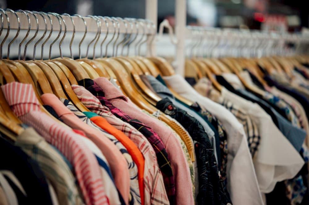 arara-de-roupas