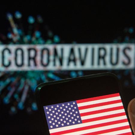 bandeira dos estados unidos eua em frente ao nome do coronavirus