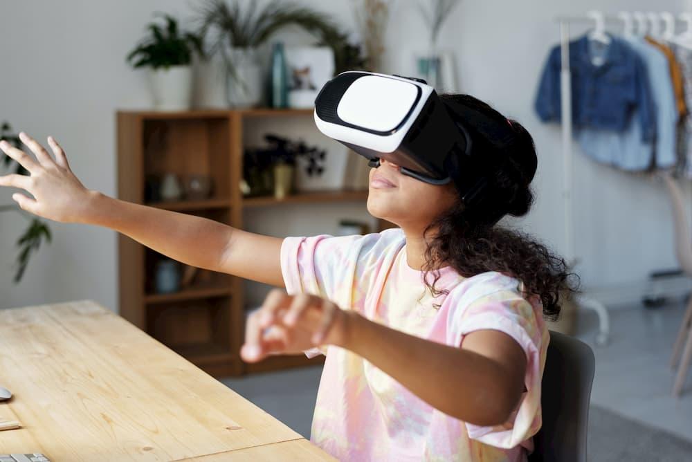 menina óculos realidade virtual
