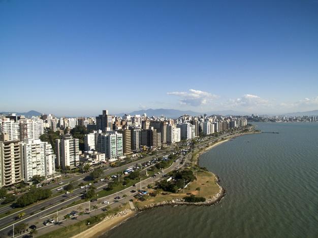praia e edificios beira mar norte florianopolis santa catarina brasil julho de 2017 70216 5699